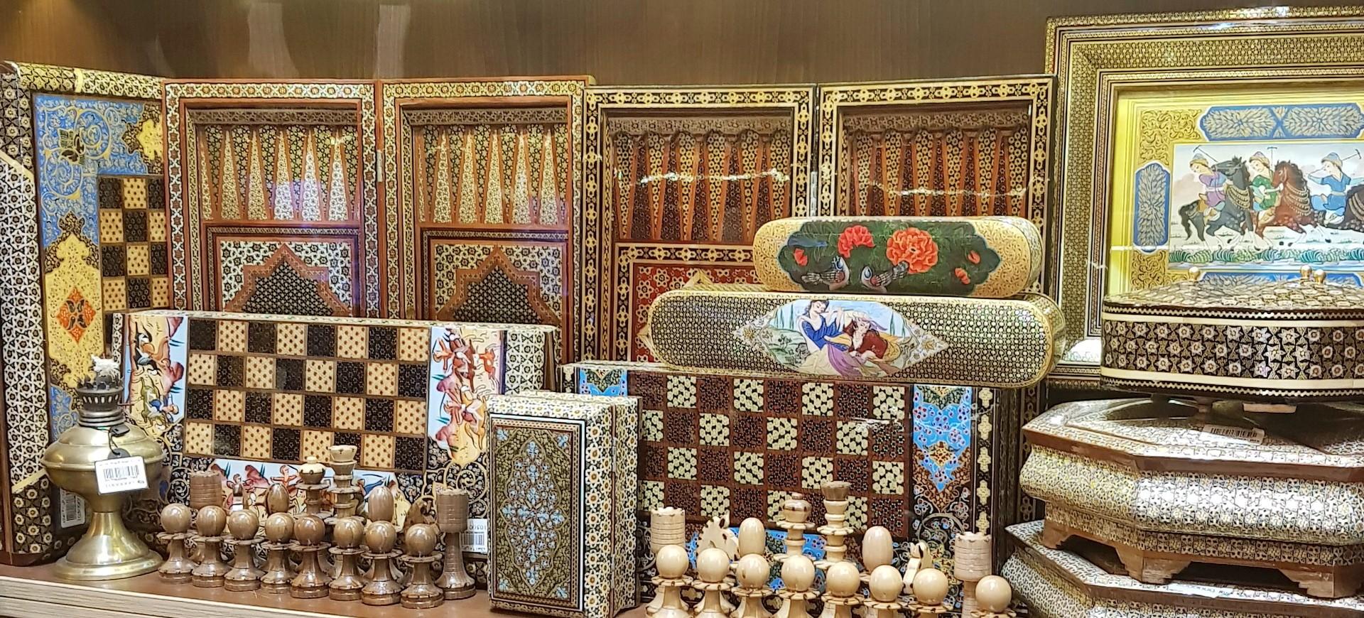 Artisanat dans un bazar à Téhéran en Iran