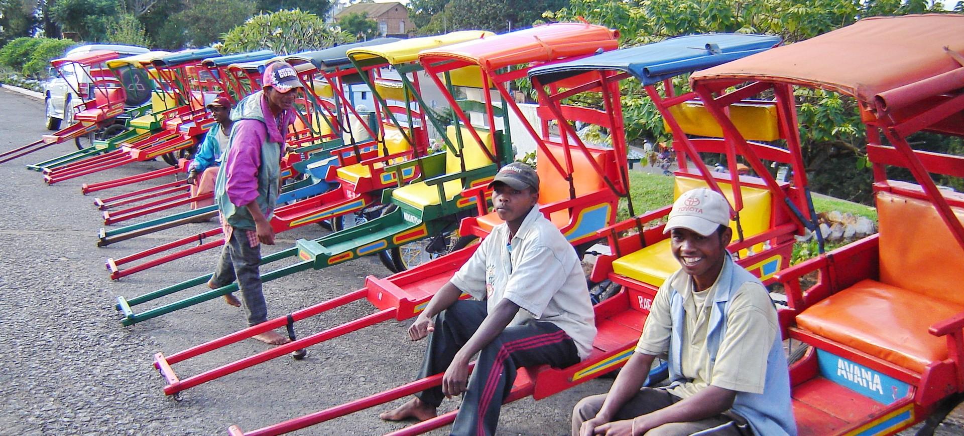 Madagascar Antananarivo Tireurs de Pousse Pousse