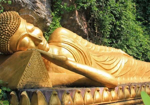Laos Luang Prabang Phousi Bouddha Couché